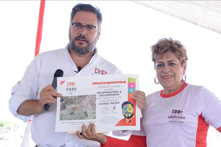 Manuel Pozo firma compromiso para construcción de preescolar y primaria en Ciudad del Sol